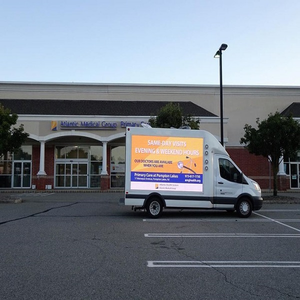 Sunrise'p6 truck digital billboard with energy-saving technology is on show.
